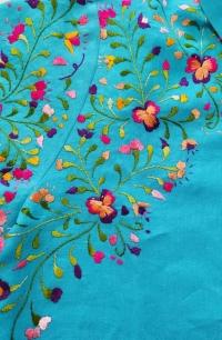 Embroidering Pansies / Bordado de pensamientos