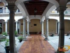 Biblioteca Pub. Cent. de Margarita Maza de Juárez